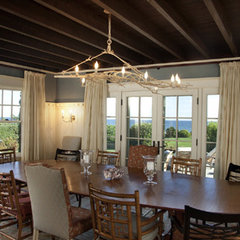 traditional dining room by Hammer Architects