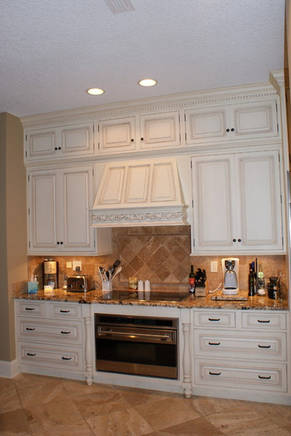 Traditional Kitchen by Island Kitchens