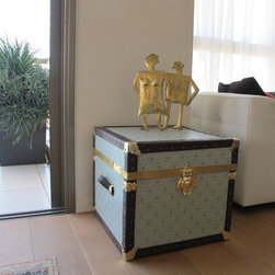 Abigail's Trunks - Steamer trunk -  Side Table - Hand Made, Crafted Trunks made with greatest care and attention to detail in order to produce a One-of-A-Kind  piece