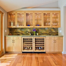 Modern Kitchen Cabinetry by Dayoris Custom Woodwork