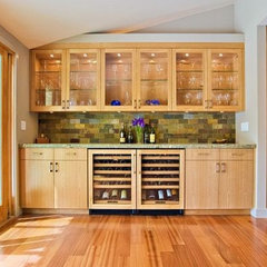 modern kitchen cabinets by Dayoris Custom Woodwork