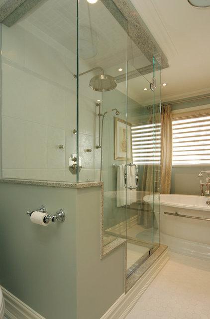 Bathroom by Jennifer Brouwer (Jennifer Brouwer Design Inc)