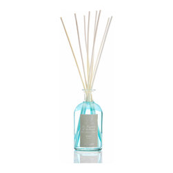 Acqua Diffuser 250 ml. - Quiet ocean-breeze ripples encounter the soft, clean white musk of a seaside pleasure garden in the Acqua Diffuser, which subtly distributes this clean and elegant fragrance into your home.  Packaged in a sleek apothecary-style bottle of crystal-clear glass and evenly supplied to the air by quality white birch reeds, this scent is especially appropriate for the bedroom and the bath.
