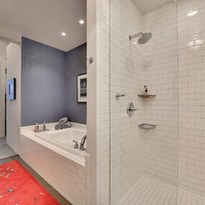 Modern Bathroom by Spacecrafting / Architectural Photography