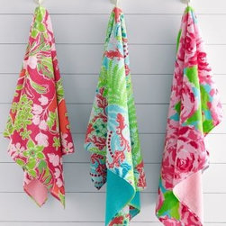 Lilly Pulitzer - Lilly Pulitzer Sister Florals Towels - Bath Towel - First Impression Hotty Pink - Join the sorority of fabulous Sister Florals, now featured on vibrant bath towels. Dorm girls will go absolutely nuts for these fun, iconic Lilly prints. Both towel designs are floral print on front and solid Lush Green on back. Soft and absorbent in 600-gram pure cotton terry. By Lilly Pulitzer Home exclusively for Garnet Hill.