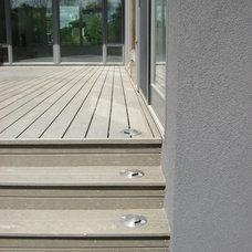 Modern Deck by Habitat Studio