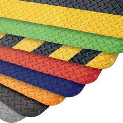 "buyMATS Inc. - 2' x 3' Supreme Diamond Foot 11/16"" Chevron Black/Yellow - Features:"