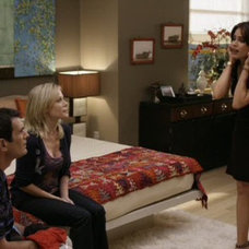 """""""Modern Family:"""" 3 Funny Families and Their 3 Fab Houses"""