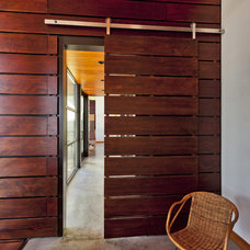 Contemporary Entry by Uptic Studios