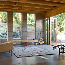 Contemporary Living Room by DAYORIS DOORS / PANELS