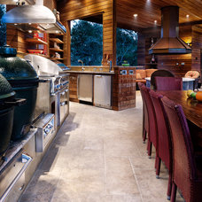 Traditional  by CG&S Design-Build