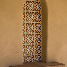 Front Courtyard Niche Tile