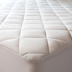 DOWNLITE/ Sealy - Sealy Posturepedic 300 TC Egyptian Cotton Waterproof Mattress Pad, Queen - Just bought a new mattress or looking to protect one? Luxurious 300 thread count Egyptian Cotton sateen fabric graces this waterproof mattress pad. Featuring our DryLock™ moisture barrier system to keep your mattress dry. Our SureGrip® snug skirting system hugs your bed for minimal movement.