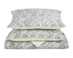 100% Cotton Moroccan Paisley 3-Piece King Quilt Set - Grey - Made from 100% cotton Moroccan Paisley Quilt Set features a classic paisley design originating from ancient India. This piece of history, while being visually attractive, also provides amazing comfort and aids in achieving a satisfying sleep.