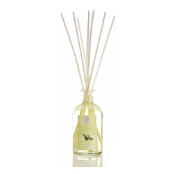 Lemon, Verbena & Cedar Diffuser 500 ml. - Leave even the most actively-used space in your home with a constant just-cleaned aroma when the Lemon, Verbena, and Cedar Diffuser is resting on a shelf or countertop.� Composed of a clear glass bottle with an attractive vintage-inspired botanical label, filled with fine fragrance oil in which a handful of slender birch rods rest to wick the fragrance into the air, this diffuser contains classic notes of freshness.