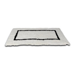 Sahara Bath Rug - I can almost feel my feet sinking into this luxurious bathmat in  classic black and white.