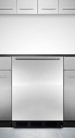 ALB653BSSHH ADA compliant built-in refrigerator-freezer with stainless steel doo - SUMMMIT's ALB653BSSHH is a 32 inch high refrigerator-freezer designed for built-in undercounter use.