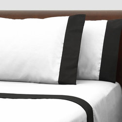None - Presidential Suite Black Label White Sheet Set - Decorate your bedroom in classic style with these luxurious Black Label sheets,featuring a black and white colorblock motif. Crated with machine washable microfiber,these soft sheets are wrinkle-resistant for easy care.