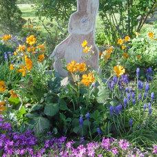Traditional  by Pamela Bateman Garden Design