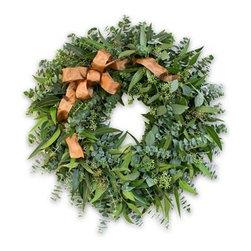 Balsam Hill Fall Eucalyptus Leaf Fresh Wreath - CAPTURE THE BEAUTY OF AUTUMN WITH BALSAM HILL'S FALL EUCALYPTUS LEAF WREATH |
