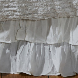 Cottage Home - Bella Ruffled 18-inch Drop Bedskirt - Add a touch of class to your bedding with this white drop bedskirt. This 18-inch skirt features a ruffled design and a 200-thread-count construction. Made from 100 percent cotton material,this practical piece is also machine washable.