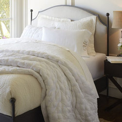 Aberdeen Bed - Crafted with clean, symmetrical posts and rails, this bed has graceful style that works in harmony with its sturdy construction.
