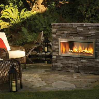 Regency Horizon HZO42 modern outdoor gas fireplace - This fireplace delivers beautiful wide angle flames amplified by a reflective stainless steel body with the choice of reflective crystals, volcanic stones or a ceramic drift wood log set. Quality, style and durable outdoor function make this fireplace a perfect outdoor option.