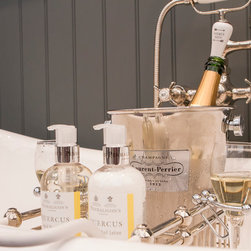 Chadder & Co Accessories - Chadder & Co R18 Royal Bath Rack with Champagne Glass Holders. Perfection.