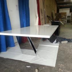 DMC Custom High-Gloss Vector Table -