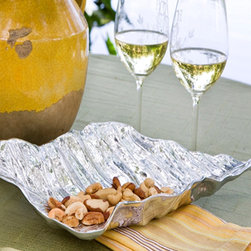 Silver Autumn Leaf - Intricately crafted of 93% aluminum alloy. Detailed and highly polished, the softly curved sides allow this piece to be used as a platter or a bowl.