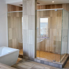 Contemporary Bathroom by Vitrévolution inc.