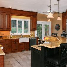 Traditional Kitchen by Topnotch Design Studio