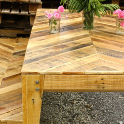 Chevron design Pallet table and bench - Dimensions: