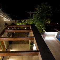 Modern Patio by Studio H Landscape Architecture