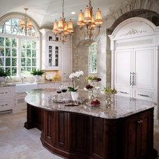 Traditional  by Livingston Kitchens