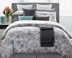 None - EverRouge White Lotus 7-piece Queen Cotton Duvet Cover Set - The EverRouge White Lotus cotton duvet cover set features a meticulously detailed print that looks hand-painted. The vivid lotus flowers are elegant yet modern, giving your bedroom an artistic touch.