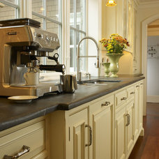 Traditional  by Bluebell Kitchens