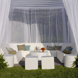 Modern outdoor modular furniture - Modern, modular suite of outdoor chairs, tables, sofas from la-Fete Design.