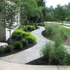 Traditional  by CUSTOM IMAGE LANDSCAPING