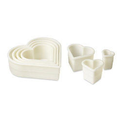 De Buyer Cookie Cutters, Heart, Set of 7 - Mini heart-shaped cakes are appropriate any time of year, especially when they are made from scratch.