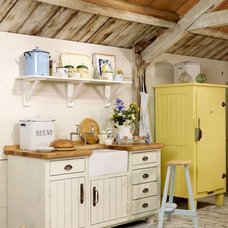 Warm Freestanding Rustic Kitchen: The Steamer Bay Range | Kitchen Building