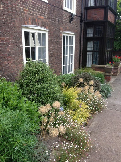 modern planting ideas from a historic english garden. Black Bedroom Furniture Sets. Home Design Ideas