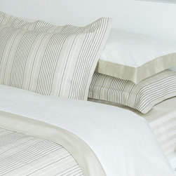Atmosphere - Dritto Duvet - With the timeless texture of linen and a soft color palette, Dritto a cotton-linen blend duvet has an instant relaxing effect.