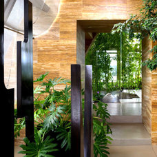 Contemporary Entry by LKM Design