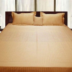 SCALA - 600TC Stripe Gold Full XL Flat Sheet & 2 Pillowcases - Redefine your everyday elegance with these luxuriously super soft Flat Sheet . This is 100% Egyptian Cotton Superior quality Flat Sheet that are truly worthy of a classy and elegant look.