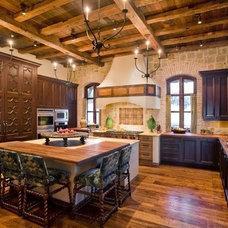 Mediterranean Kitchen by Gilreath Decorative Finishes, Inc.