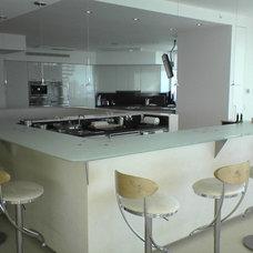 Modern Kitchen by Metro Door Aventura / Metro Door Brickell