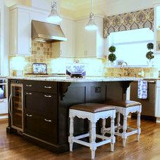 Traditional Kitchen by Mina Brinkey