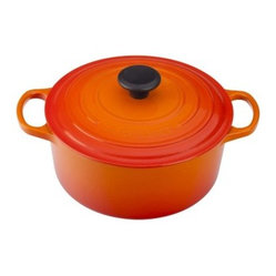 le creuset flame signature round french oven the le creuset flame signature round french oven. Black Bedroom Furniture Sets. Home Design Ideas