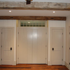 Traditional  by Signature Home Remodeling, LLC